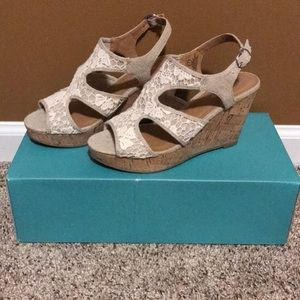 Maurice's Daisy Crochet Wedges Size 7